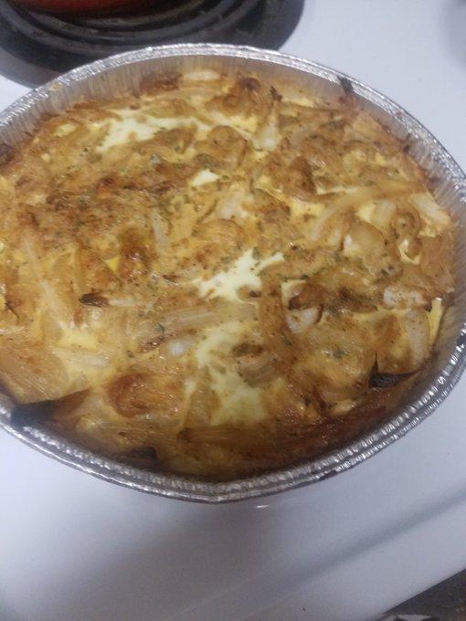3 pic. Chicken,  onion pie and cheesy grits https://t.co/RtfHkgKgZ5
