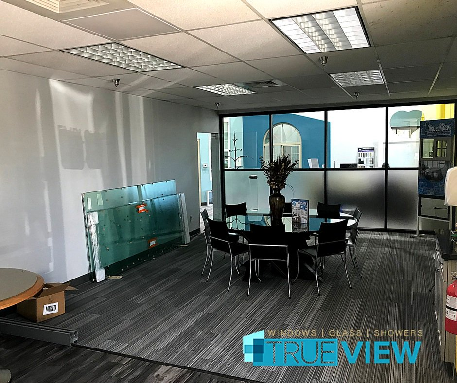 Doors From Trulite Gl Aluminum Solutions Utilizing ½ Clear Tempered Continuous Header And Bottom Rails Adorn True View Windows New