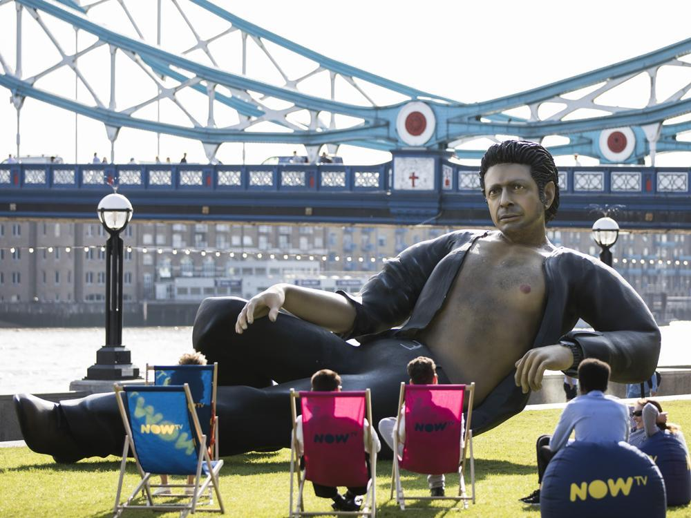 Heat wave continues as titillating 25-foot statue of Jeff Goldblum erected in #London https://t.co/SnhpwdBM4r