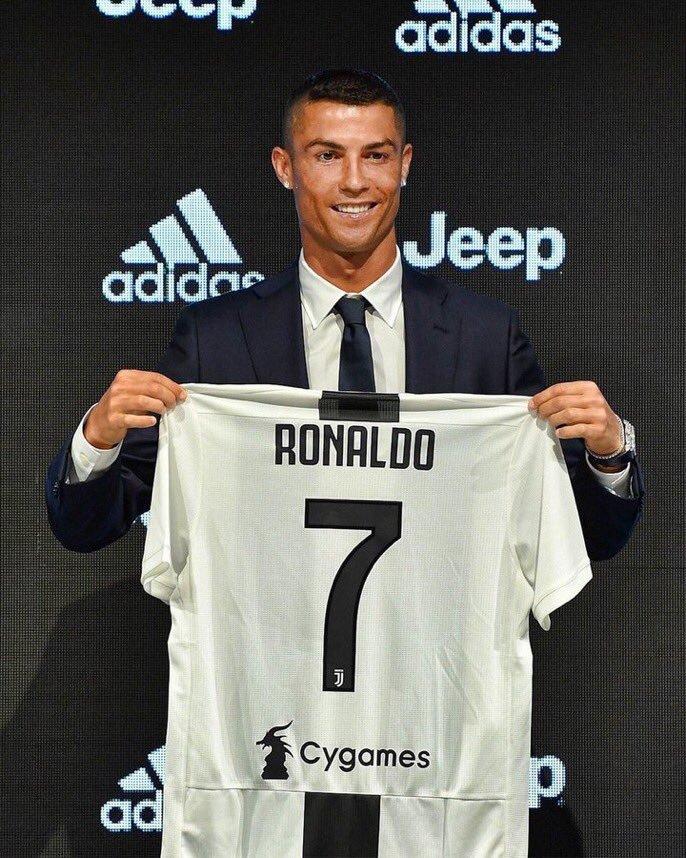 Juventus sudah menjual Jersey Cristiano Ronaldo senilai $60jt dalam 24 jam setelah pengumuman resmi! Ewww sudah separuh harga dari harga tebusannya. Mungkin sudah bak buk saat ini. 😂