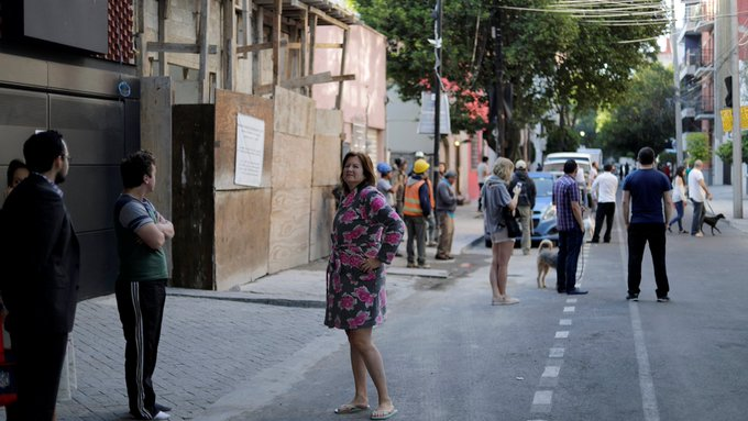 🎥 | Mexicanos salen aterrorizados a las calles tras sentir un temblor de grados de magnitud Photo
