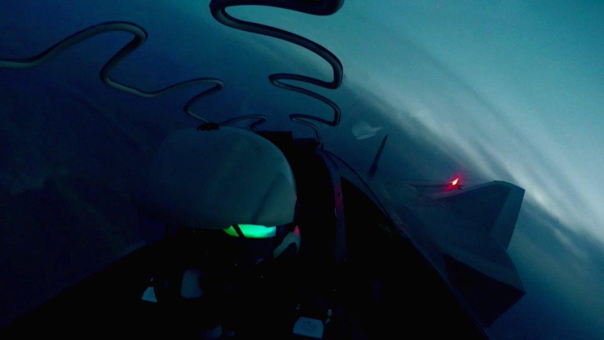 المقاتلة الصينية J-20 Mighty Dragon المولود غير الشرعي - صفحة 4 DigwzQ1U0AIxIcw