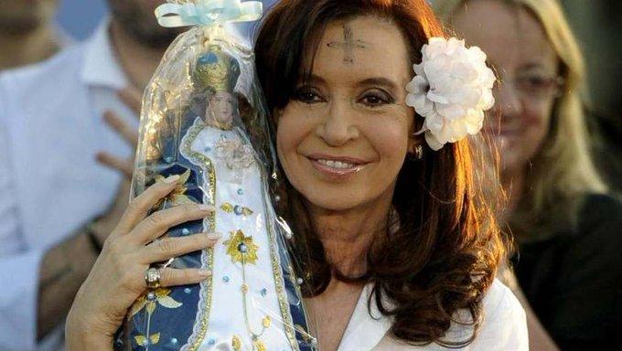 @CFKArgentina Feliz día amiga Hasta el último dí de vos Viernes #pongamosunafotodeCFK Foto
