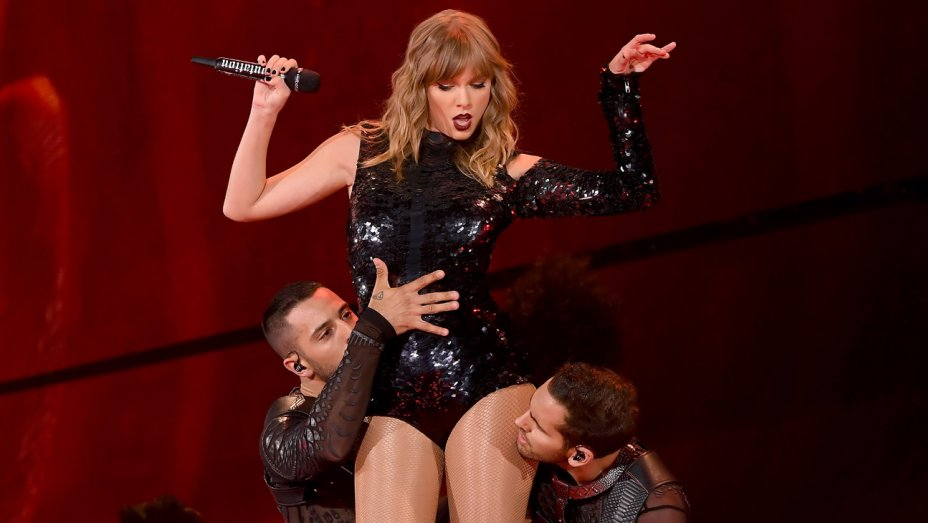 Taylor Swift, Jennifer Hudson, James Corden, Ian McKellen to Star in 'Cats' Movie Adaptation https://t.co/Is6OOD8HSi https://t.co/sv81alnq2x