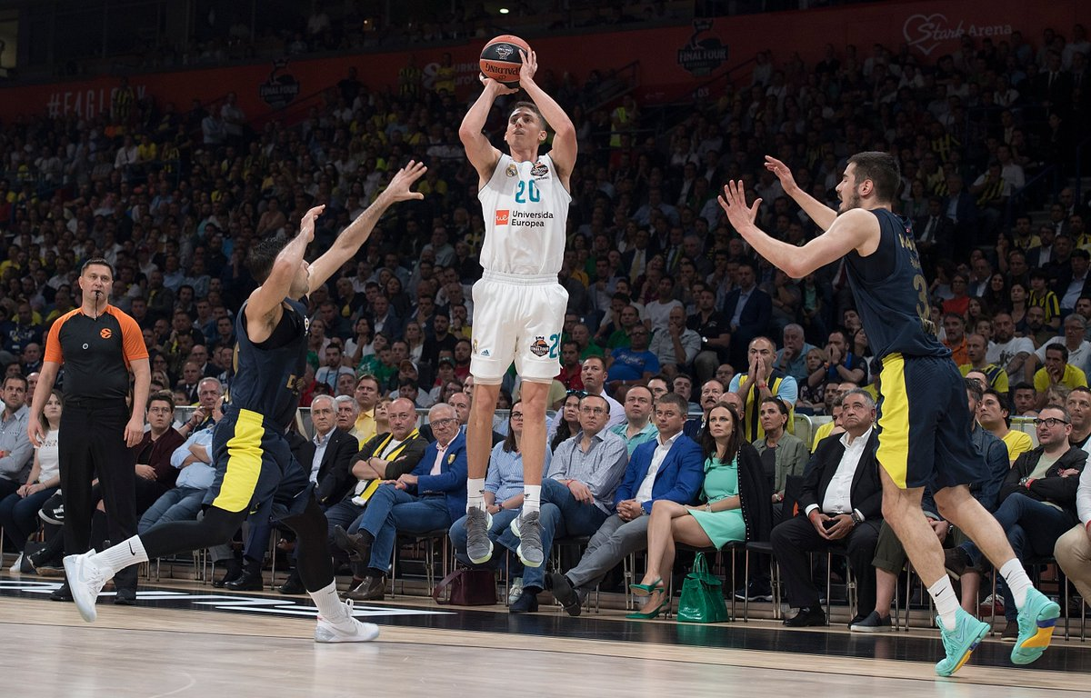 @JayceeCarroll fans coming out hot 🔥