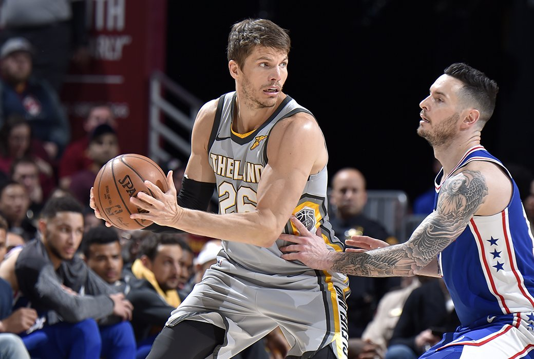 The Sixers have discussed trading Jerryd Bayless for Kyle Korver, reports @PompeyOnSixers https://t.co/G3IdBYFAF6