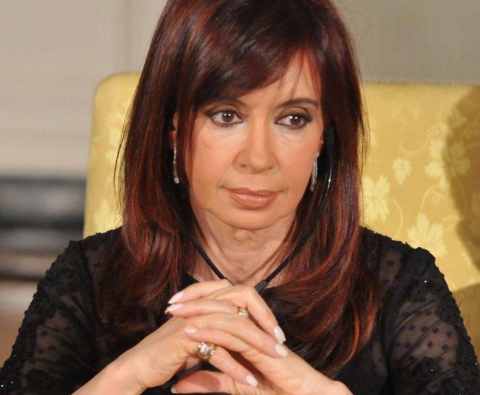 Saludos a la ex Miss Argentina: Senadora Stolbizer que criticò a Cambiemos xq no nos hizo olvidar de la feucha de las fotitos: #PongamosUnaFotoDeCFK Foto