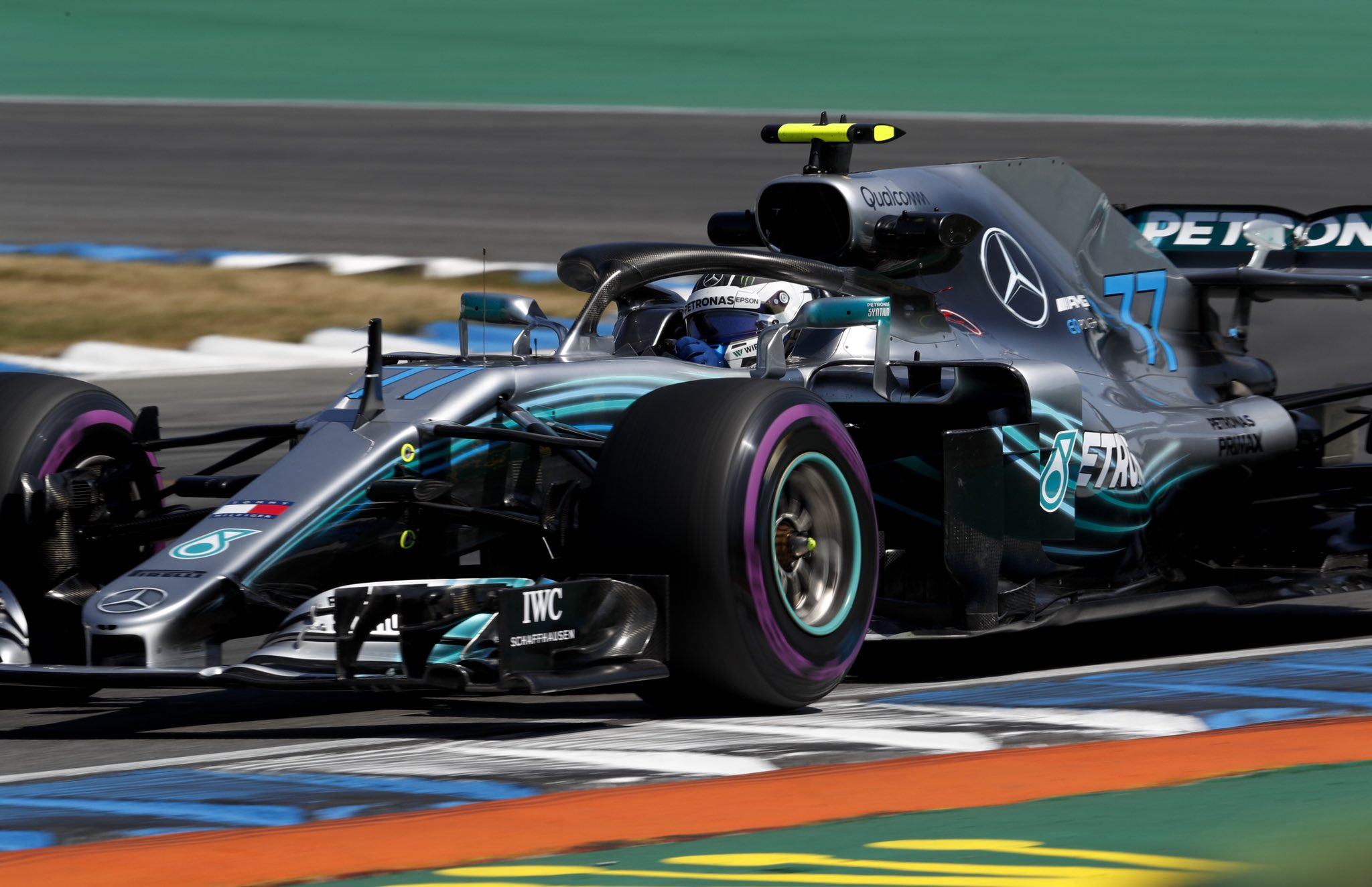 �� First hot laps in from the boys and it's P2 and P3. Valtteri (Soft) heads Lewis (Medium) ���� #GermanGP https://t.co/LGQhqC59F2