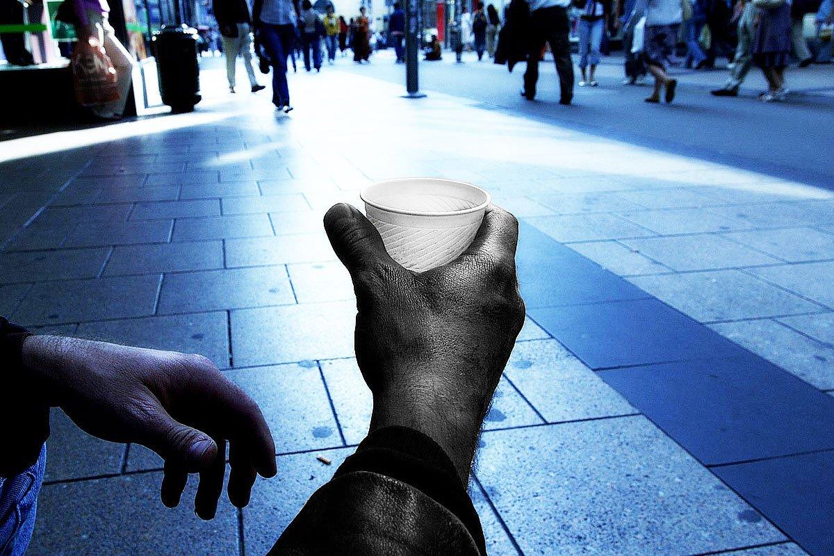 Benvenuti nel Paese della #povertà assoluta. I dati #Istat dimostrano che la #crisi economica non è ancora finita, e continua a mietere vittime. La responsabilità? Della classe politica di questo (sfortunato) Paese  https://goo.gl/cKrUxj   - Ukustom