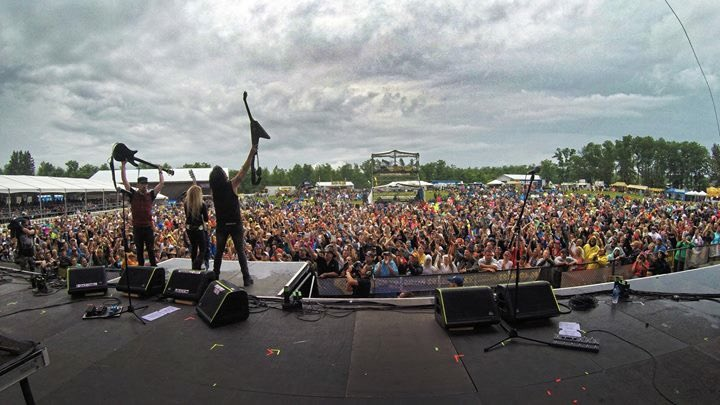 Best fans in the world! Thank you to everyone who braved the rain yesterday in Minnesota at the @MoondanceJam! @Marty_OBrien @PatrickKennison @bobbyrocklive