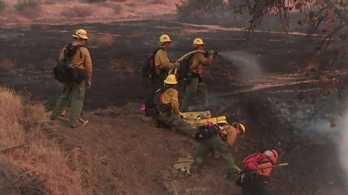 Firefighters continue to make progress against 250-acre #SkylineFire with 5 percent containment https://t.co/ezNYVDRKei