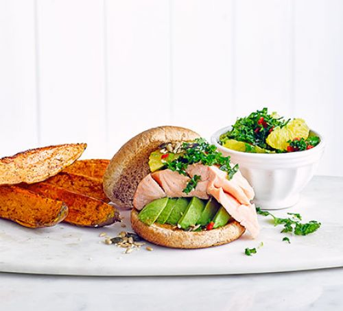 Perfect for these warmer evenings - #Salmon #burgers with kale salsa: https://t.co/GmlO8oelqT https://t.co/wAGM8UQR22
