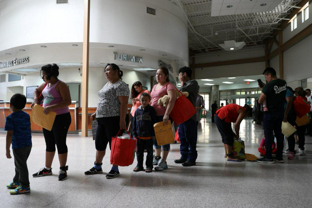 At Texas border, joy and chaos as U.S. reunites migrant families https://t.co/C78qoz0707 https://t.co/6c7mQ9Ru0D