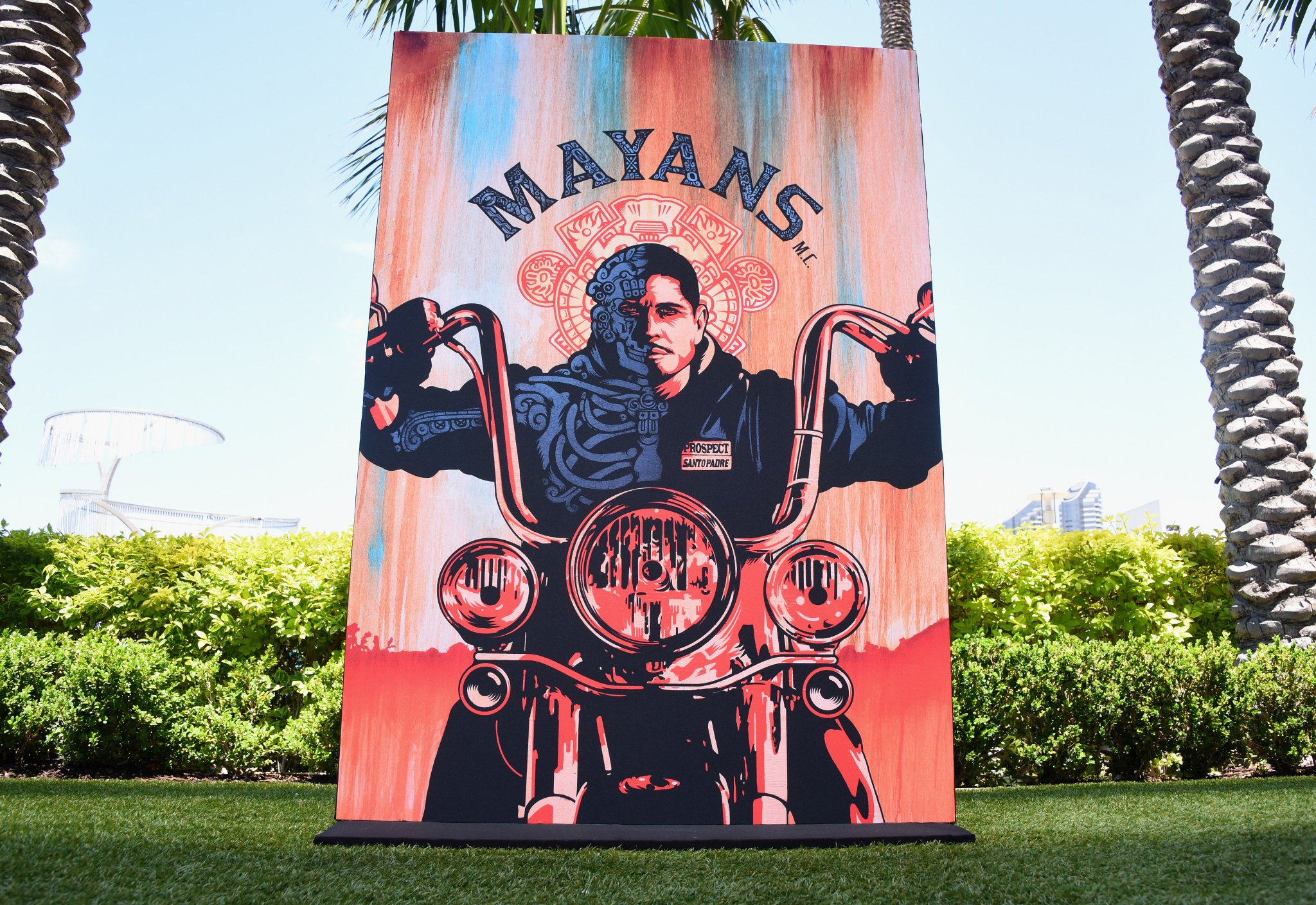 #MayansFX is out here at #SDCC. �� https://t.co/ANeEPBcJRg https://t.co/NuHBS8rSWj