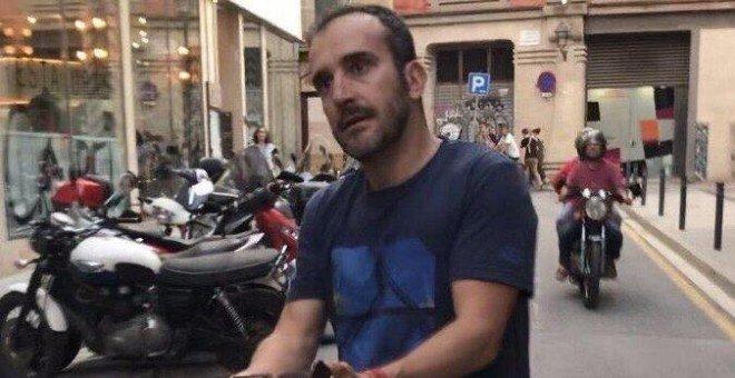 El policía que agredió a Borrás, miembro de la Brigada de Información acusada por los Mossos en 2014 por alertar a yihadistas https://t.co/PpeMI42pR7 Por @JoanCantarero y @mdelasm