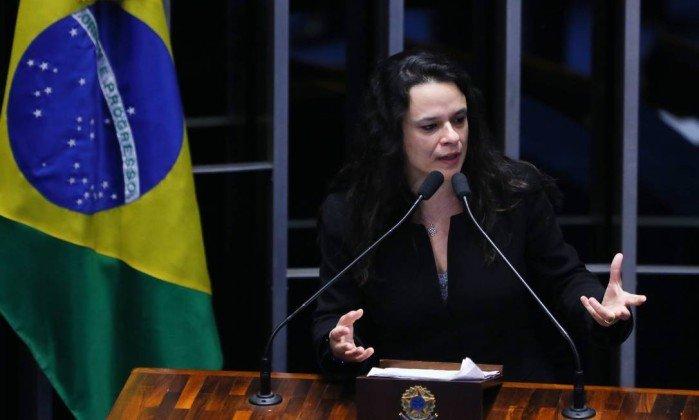 Janaína Paschoal deve ser anunciada no domingo como vice de Bolsonaro. https://t.co/HpgyUKpR3w