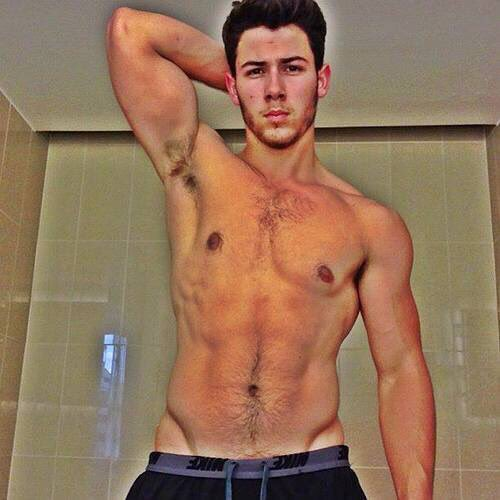 #FlashbackFriday to the shirtless selfie that broke the internet. Photo