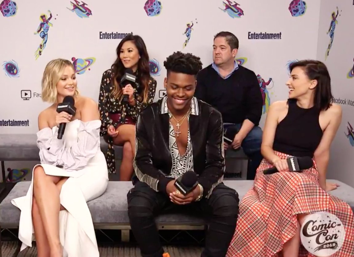 Did you miss our Facebook Live with @CloakandDagger stars @olivia_holt, @aubreyomari, @emmaklahana &  at @allymaki? Wa#ComicCon2018tch it here:   https://t.co/oUt0CjXdN9#EWComicCon#CloakAndDagger