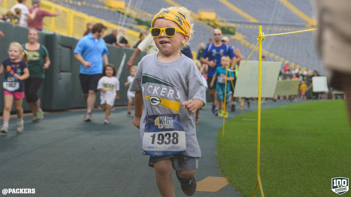 Great night for a Lambeau Lap!   #Packers 1K Kids Run photos 👟📸: https://t.co/L26a26hwz5  #GoPackGo