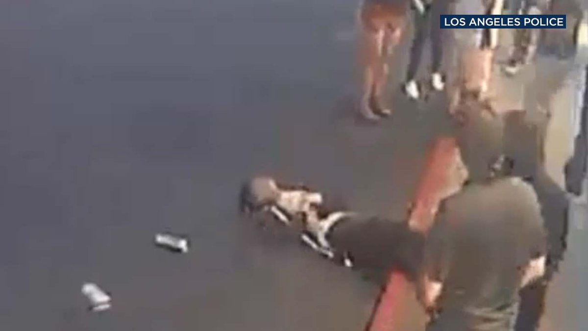 VIDEO: Man knocked unconscious outside Palms restaurant in unprovoked assault https://t.co/DkxUEAQoTH