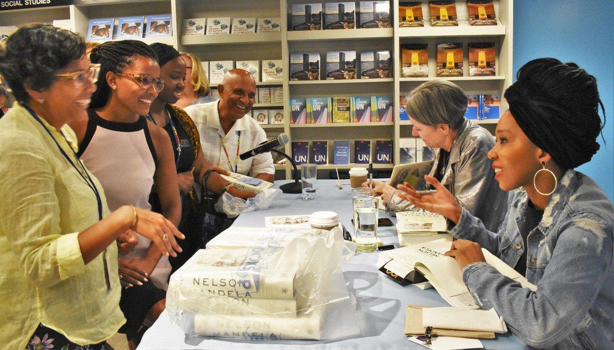 De nos jours, nous avons besoin d'entendre la voix de Nelson Mandela -- Zamaswazi, petite fille de Madiba.  À l'occasion des 100 ans de la naissance de Mandela, elle publie un recueil de lettres écrites par son grandpère en prison : https://t.co/GkpQafIG6o #Mandela100