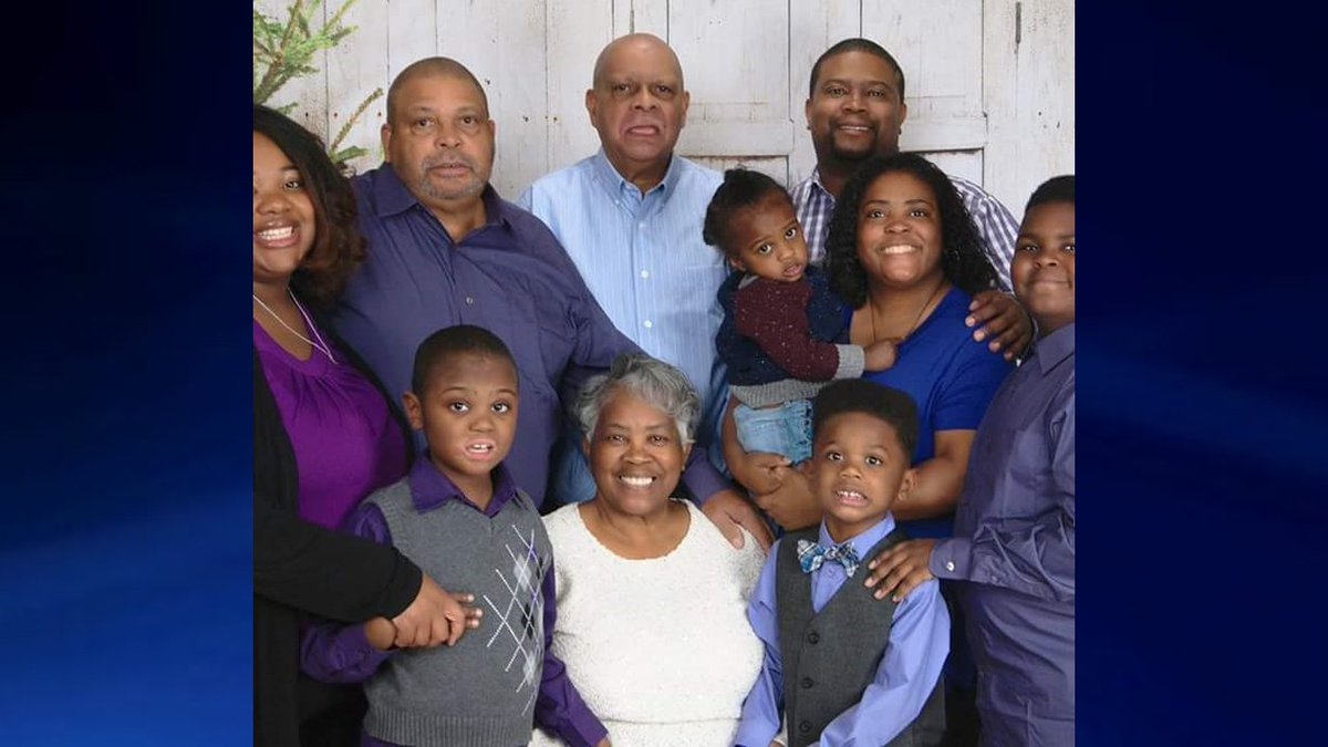 This is tough to report... Here's a photo of the family that lost 9 members in the duck boat accident last night in Missouri.  The woman on the far left and the boy on the far right survived. One victim is not pictured.  LATEST - https://t.co/sCeGjMC7k9