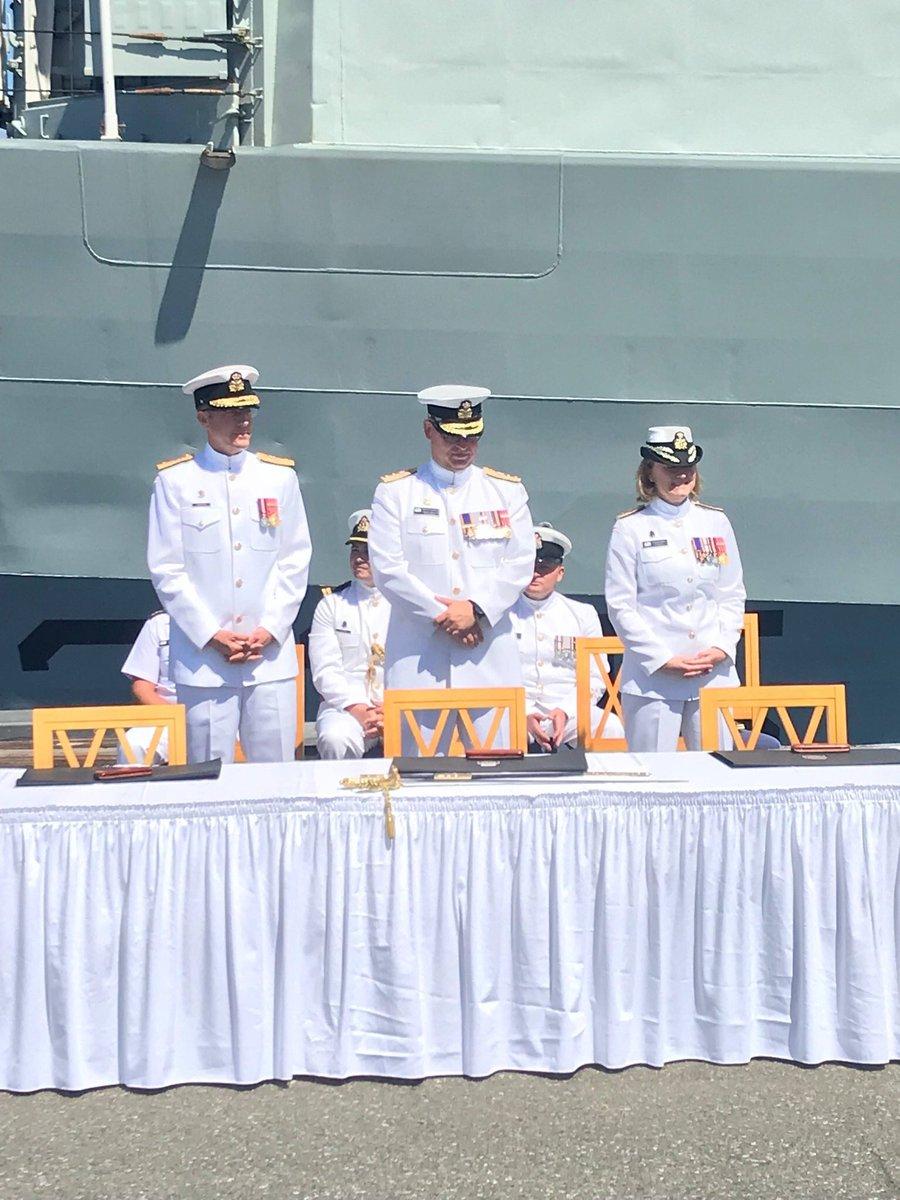 Today, I welcome Cmdre Michael Hopper as the new Commander Naval Reserve. Congratulations! #NavRes #RCNavy  Aujourd'hui, je passe le flambeau à mon successeur, le cmdre Michael Hopper, pour le commandement de la Réserve navale. Félicitations et bienvenue! #ResNav #MarineRC