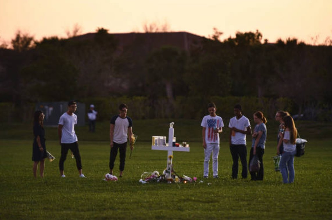 Father of 2 Parkland High School shooting survivors fatally shot during robbery: trib.al/cX178hq