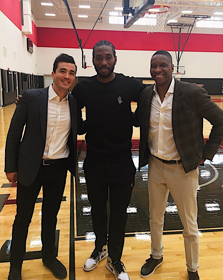 Kawhi is in Toronto...and HE'S SMILING   (via @Raptors)