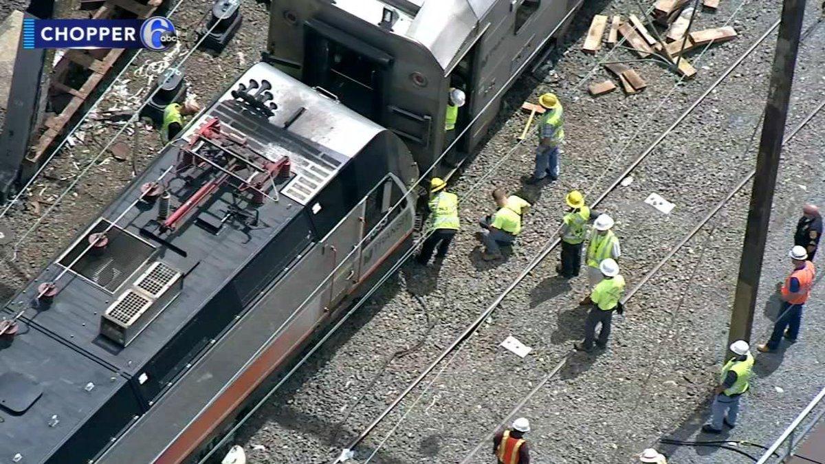 N.J. transit train derails in Trenton-https://t.co/AltKfHUTuO