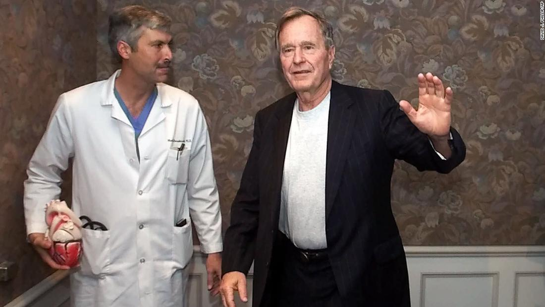 A cardiologist who treated former President George H.W. Bush was fatally shot in Houston https://t.co/F6O1gSu089 https://t.co/Awtf7Dqsd7