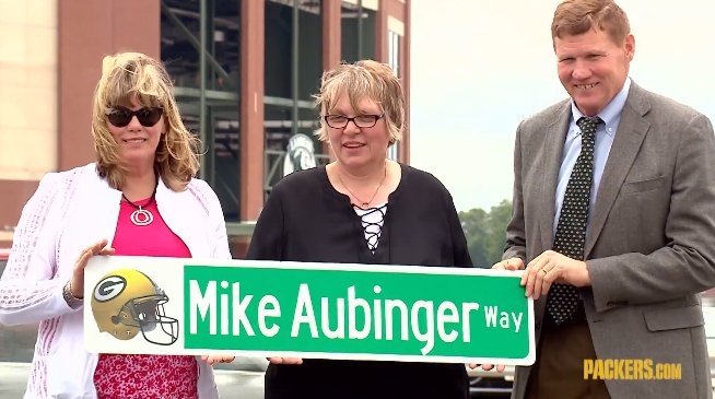 Mike Aubinger, who passed away last year, was instrumental in bringing the @titletown development to reality.   On Friday, the Packers & Village of Ashwaubenon dedicated a Titletown roadway in his memory.  🎥: https://t.co/R4Xtsz31Jb