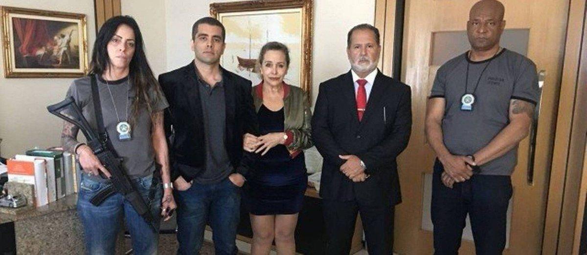 Depois de Naldo e Rogério 157, policial posa para foto ao lado de 'Doutor Bumbum' https://t.co/VaMT8Y77VT