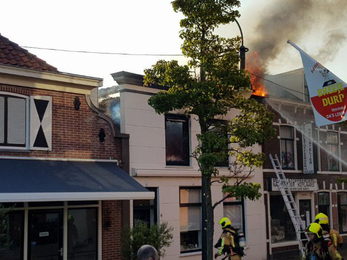 Middelbrand in sgravenzande centrum. Woningbrand. https://t.co/f3K7ZgGxet