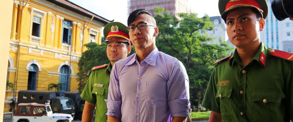 Vietnam releases, deports American after more than a month in detention: https://t.co/NIYwIkllOV