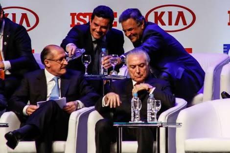 Acho corajosa essa postura do @geraldoalckmin_ assumindo que é o candidato das forças políticas que deram o golpe, e o natural continuador das políticas iniciadas por Temer: DesempregaBrasil, MenosMédicos, FogãoalenhaParaTodos são frutos  dessa bela aliança Temer/PSDB/Bancos/Globo