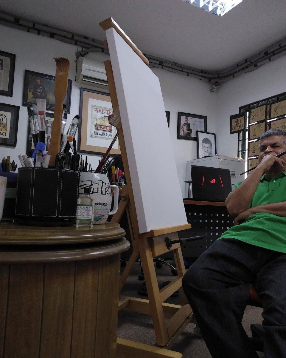 Di tempat kerja, Studio Padang Bata. Idea tak datang. Tolong MAH, buat sesuatu