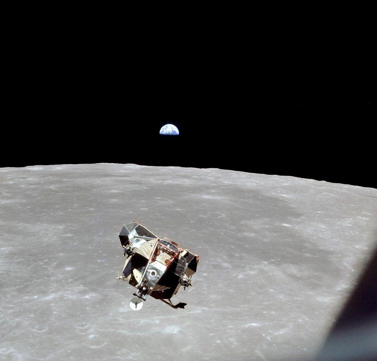 DimlF55WsAAWOpI - The Moon 1969