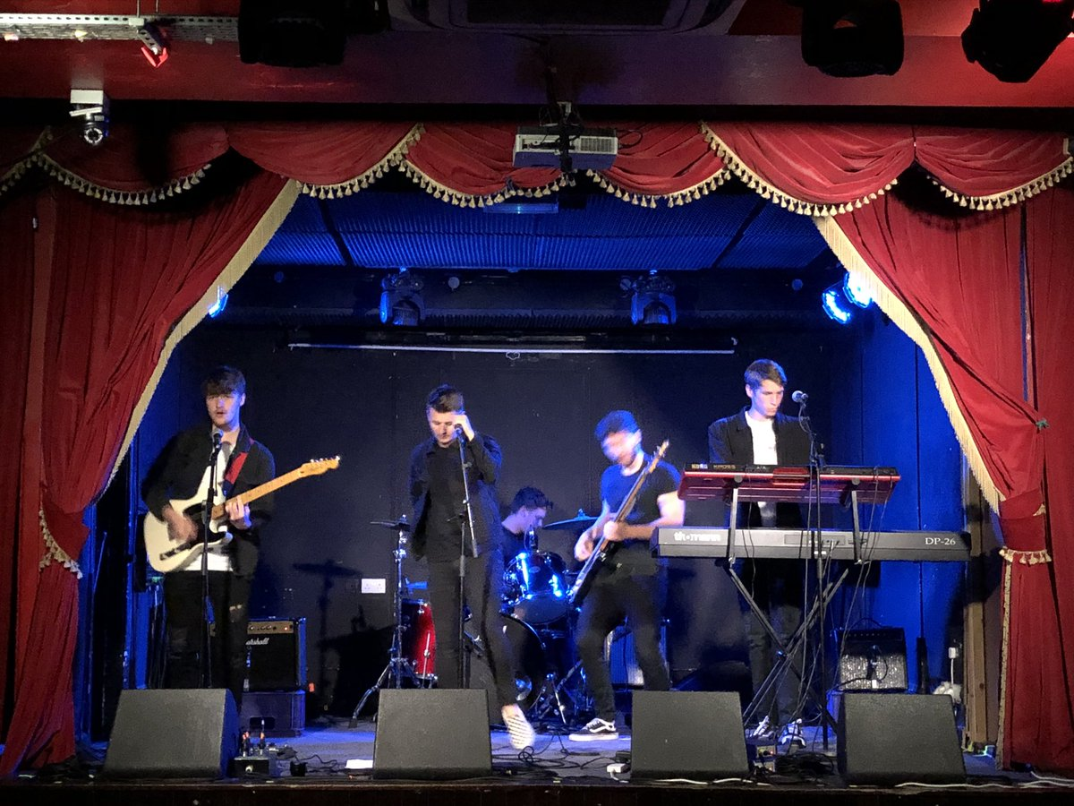 The day after a fantastic NIGHT with World Class Performers At The #IrishMusicParty GIG @WorkmansDublin LAST NIGHT. Jesus they were good. @PowPigBand @grainnehunt @LavengrOfficial @TheLauraMulcahy ANOTHER SUPER @irishmusicparty & Co-Op with - #DQF18 🙌🙌