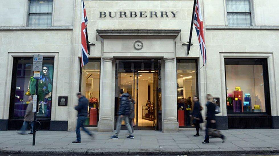Burberry quemó 37 mdd en mercancía para proteger la marca  La historia: https://t.co/MpYAf8Ao9K https://t.co/sppX1PQenl