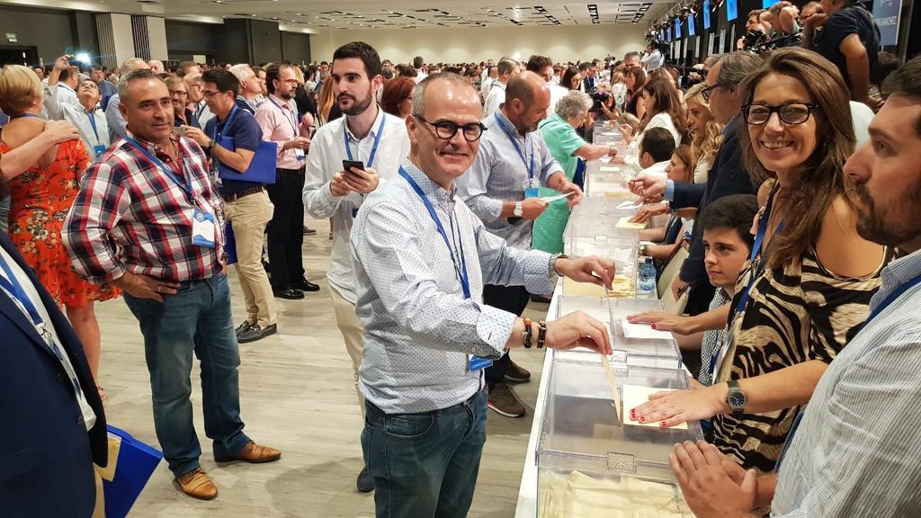 Cumpliendo con mi derecho como militante y compromisario del Partido Popular. #ElFuturodeEspaña está en juego, y hoy es ese punto de inflexión. Gane quien gane, tengo claro el objetivo: recuperar el Gobierno de #España y las políticas pensadas para las personas #19CongresoPP