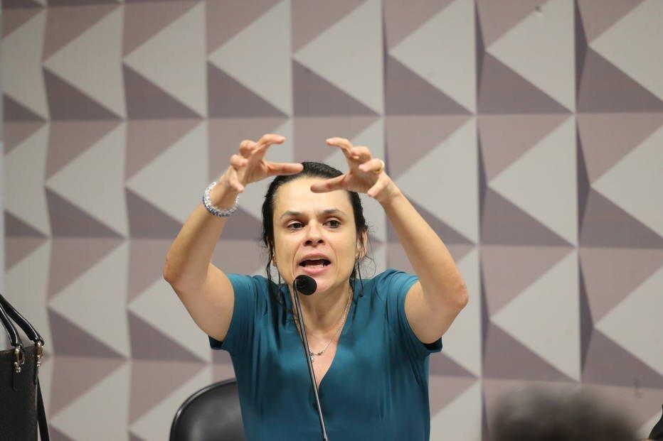 >@EstadaoPolitica Janaína Paschoal critica sistema político após veto de PRP a Bolsonaro https://t.co/uOu7e75PdT