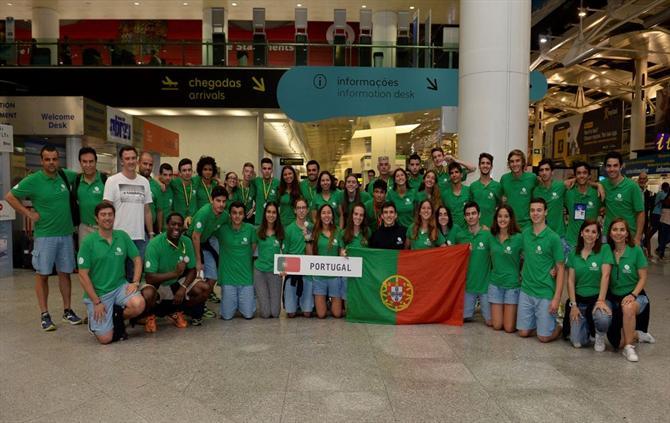 Um triunfo por 77-55, face à Bélgica Flandres, valeu este grande feito ao  grupo da Escola Secundária Rocha Peixoto, do  Porto!pic.twitter.com ehwCaw9El6 c98024fa52