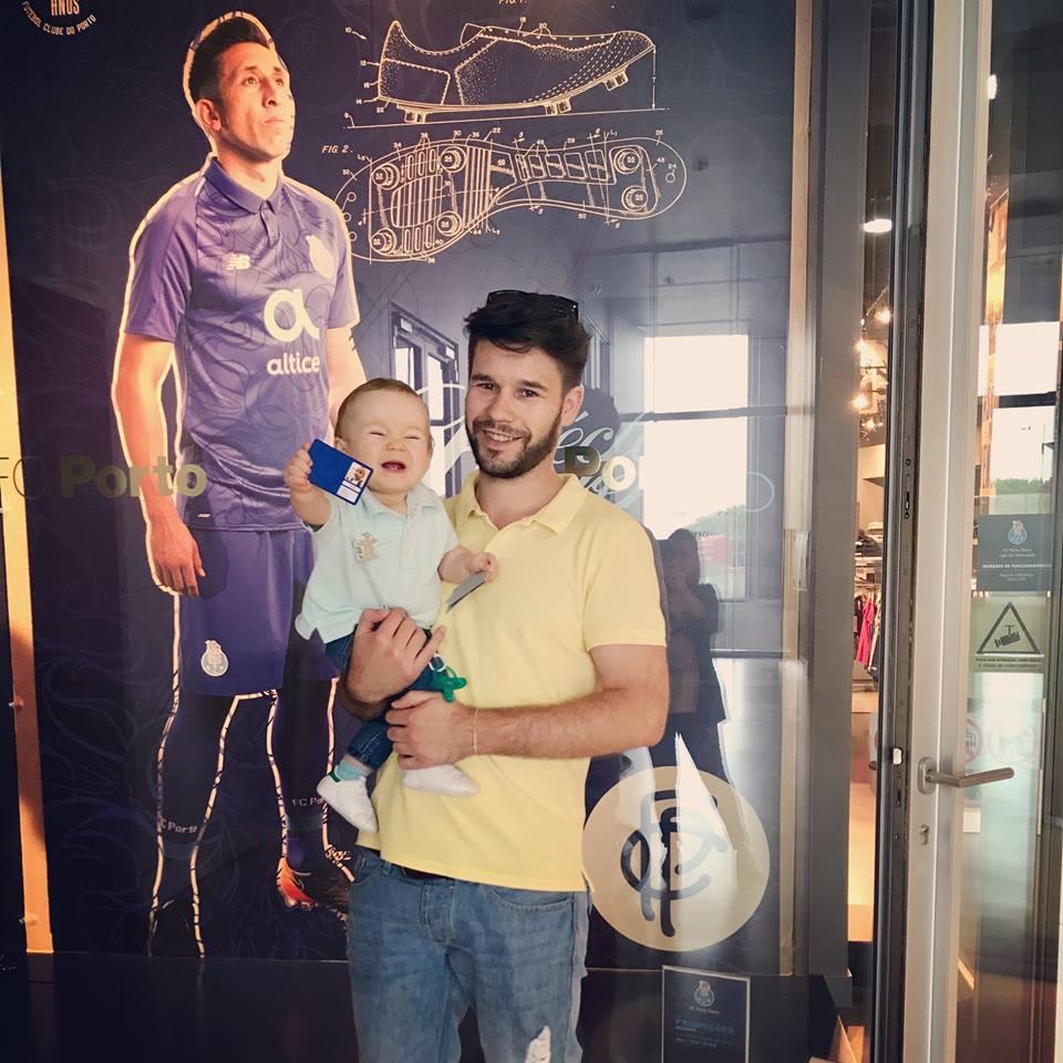 A felicidade de quando se torna sócio do clube do coração 😀💙 #FCPorto