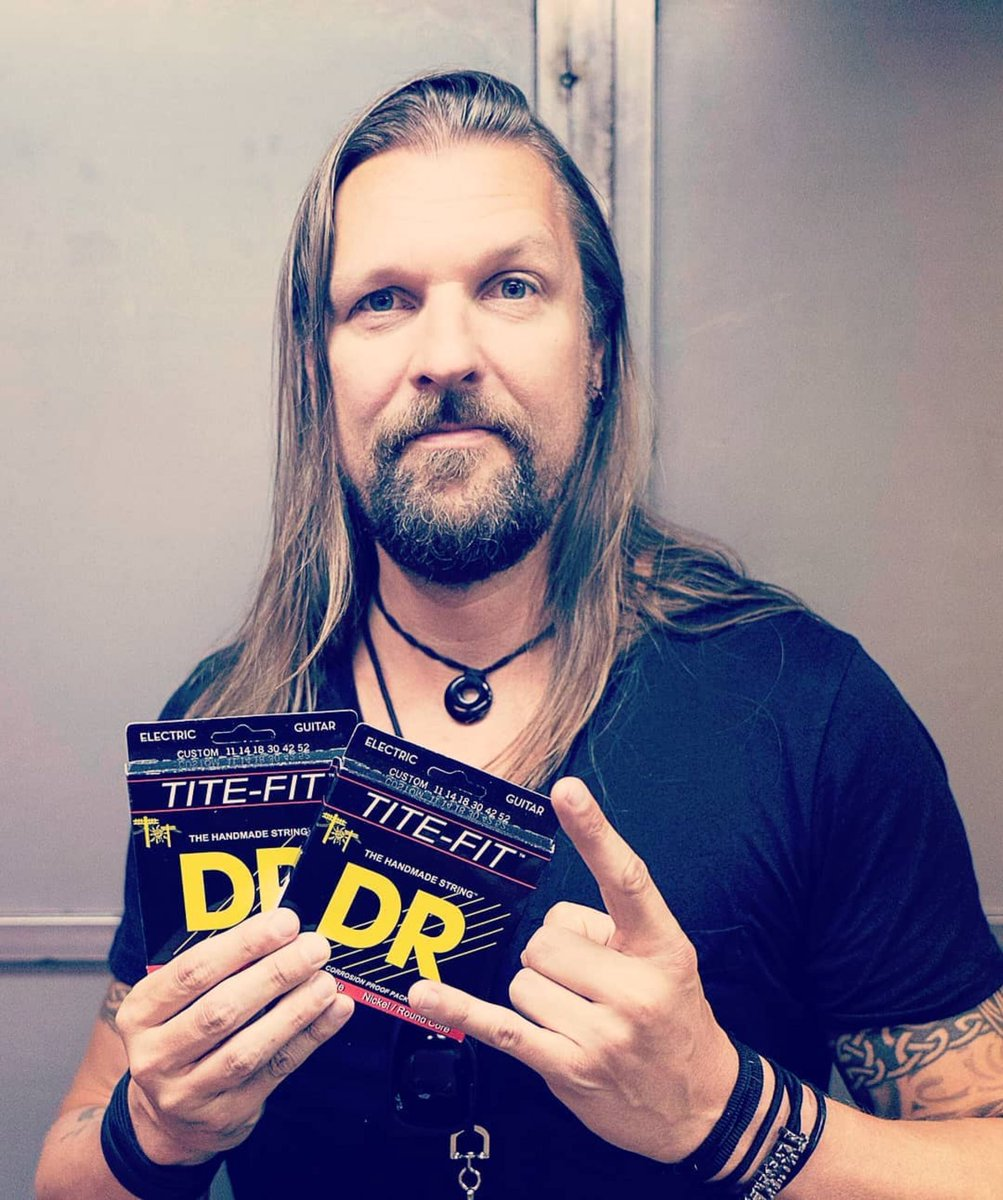 Thanks to @drstrings for equipping me with the most reliable and best sounding wires. I've used their Tite Fit's for years. 🤘🏼🇺🇸 #amorphis #drstrings #musamaailma 📷: Mikiko Ariga https://t.co/zGngkJM71x