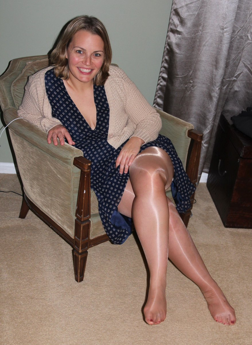 ... Crossed Legs and Nylon Feet  http://candidlegs.com/hot-smiling-blonde-wearing-tan-pantyhose -shows-her-sexy-crossed-legs-and-nylon-feet/ …