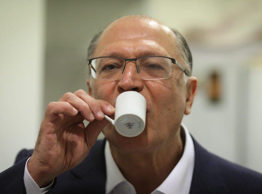 Alckmin reuniu no mesmo saco todos aqueles que sempre desprezaram a democracia, que deram o golpe e aprovaram o congelamento de 20 anos de investimentos em saúde e educação.  Um saco de maldade. O time do pesadelo.  'Acordo de Alckmin'