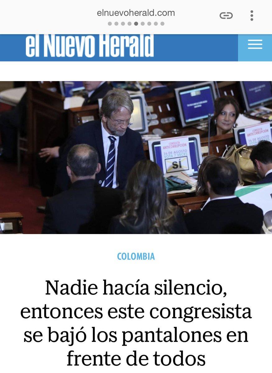 Y así nos ve el mundo gracias al mamarracho de Mockus. Periódicos de España, Ecuador, México y EEUU publican éste acto bochornoso. Definitivamente somos una Banana Republic. #SanciónDiscplinariaParaMockus