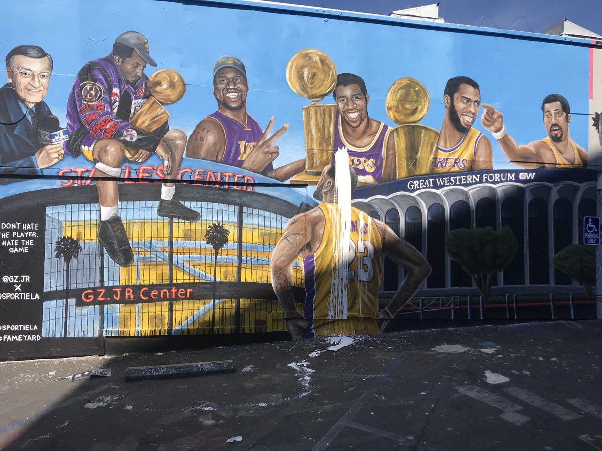Another LA-Bron mural, another vandal (via @Diehardheatfan1)