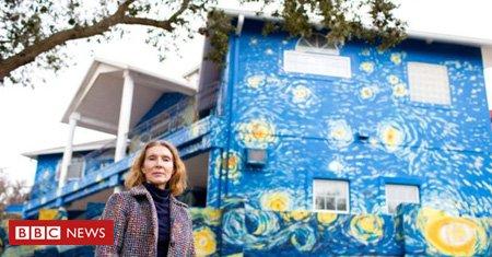 Um casal contratou um artista para pintar a fachada da casa à semelhança de um quadro de Van Gogh. O motivo? Evitar que o filho autista se perca https://t.co/MbtglazyLq
